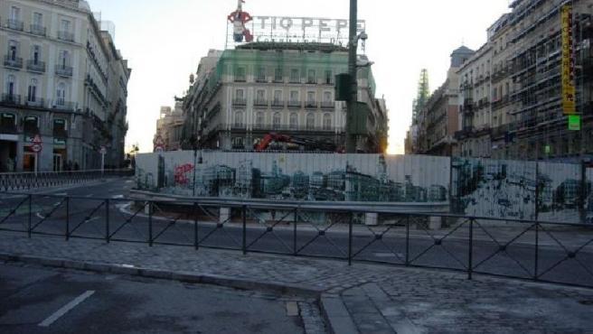 Las obras de Fomento tienen ocupada la Puerta del Sol. (FOMENTO)