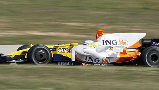 Fernando Alonso, al volante de su Renault R28.
