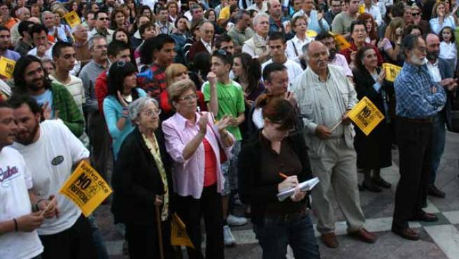 Un instante de la concetración en contra de los fosfoyesos celebrada en la plaza de las Monjas.