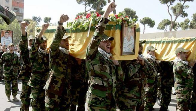 Milicianos de Hizbulá en un funeral (EFE).