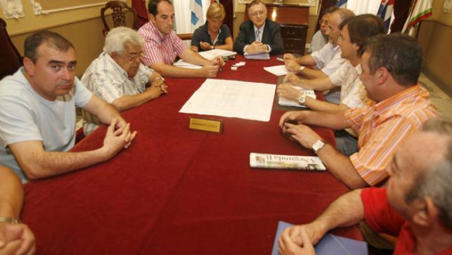 Los detallistas recibieron información de las obras en la comisión de seguimiento. CEDIDA POR EL AYTO. DE CÁDIZ