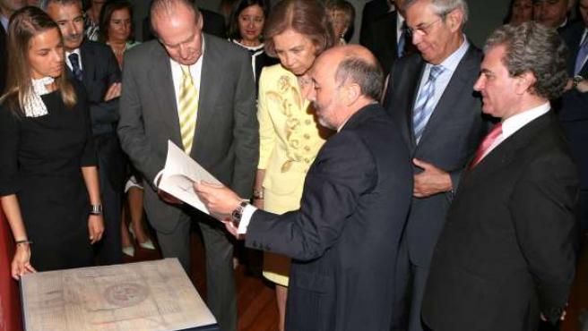 Los Reyes vieron la Carta Puebla de A Coruña.