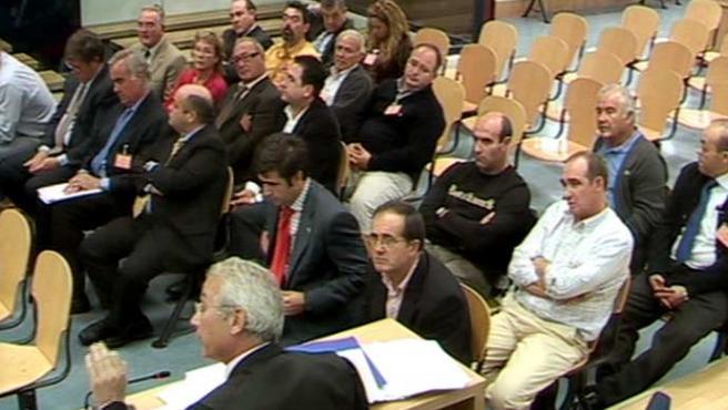 Imagen de los imputados por el fraude del lino, todos ellos han sido absueltos. (ARCHIVO)