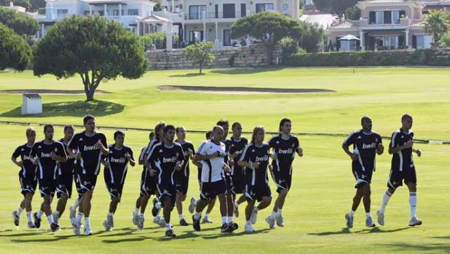 El Real Madrid durante un entrenamiento en el Algarve.