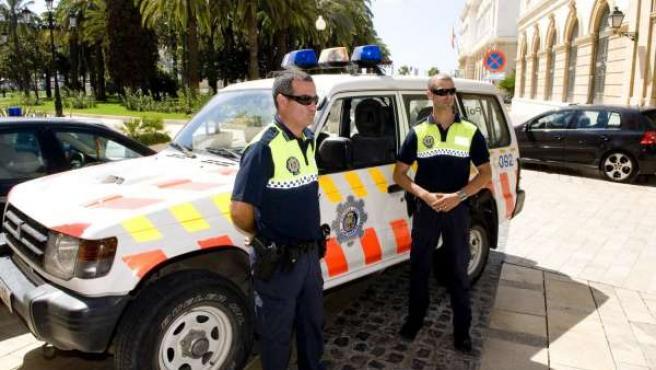 Imagen de los dos agentes de la Policía Local de Cartagena, Manuel Soto e Iván Lirón.