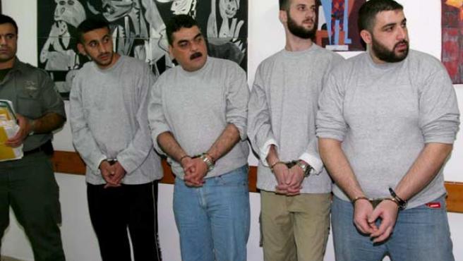 Samir Kantar, (segundo por la izquierda), junto a otros tres miembros de Hezbolá (EFE).