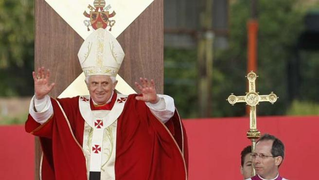 El papa Benedicto XVI durante una misa ofrecida en Sidney. (REUTERS)