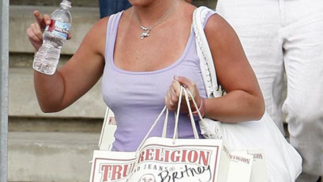 Britney Spears se va de compras por Hollywood (Foto: KORPA).