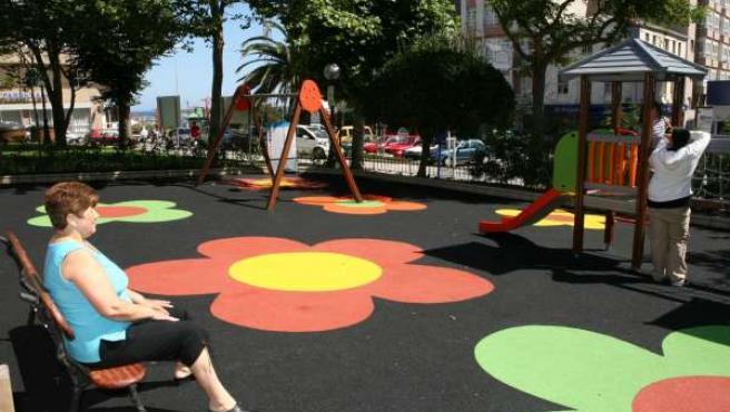 La plaza del Parque de Monte Alto cuenta ahora con una zona de juegos de 250 metros cuadrados.