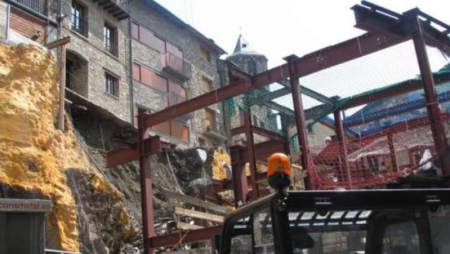 Aspecto de la calle de Rialp tras el derrumbe. (ACN)