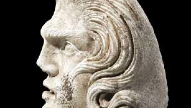 La escultura fue encontrada en la esquina de un sarcófago (EFE).