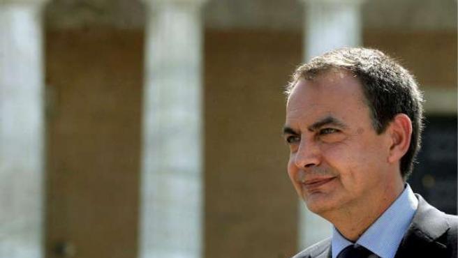 """Zapatero asegura que """"si hay algún sitio en el que los ahorros están plenamente a salvo es en las entidades financieras españolas"""".(EFE)."""