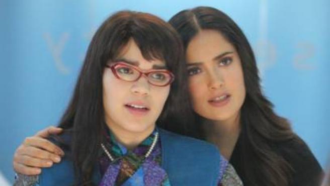 Betty con Salma Hayek