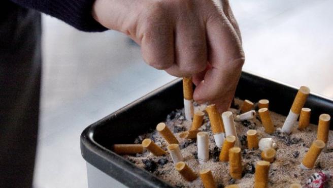 Cada vez más personas intentan dejar de fumar. (Foto: ARCHIVO)