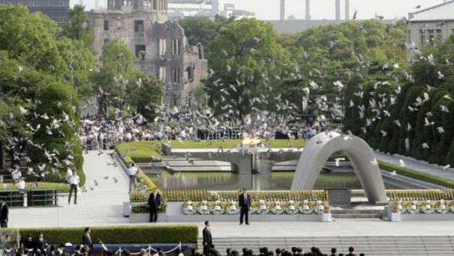 Homenaje en Hiroshima por el 63 aniversario del lanzamiento de la bomba sobre la ciudad. (Foto: REUTERS/Kyodo)