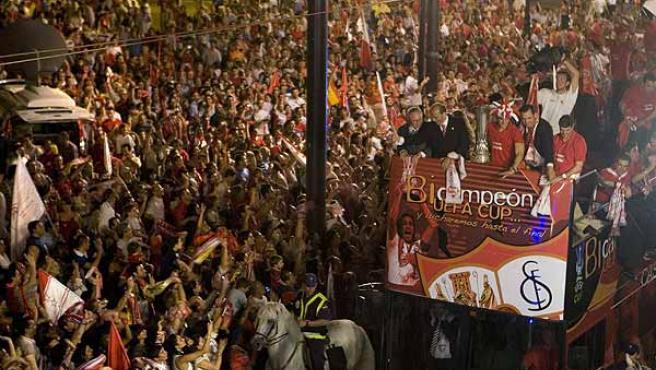La afición sevillista quiere celebrar más títulos este año.