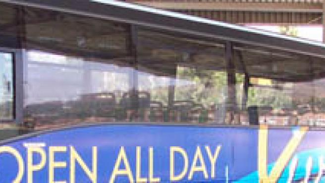 Un autobús espera en la estación de Marbella.