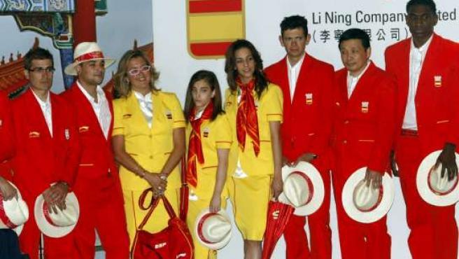 Un instante de la presentación de la ropa del equipo olímpico que acudirá a Pekín 2008 (EFE).