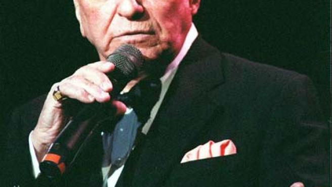 El cantante en 1992 durante un concierto en Londres.