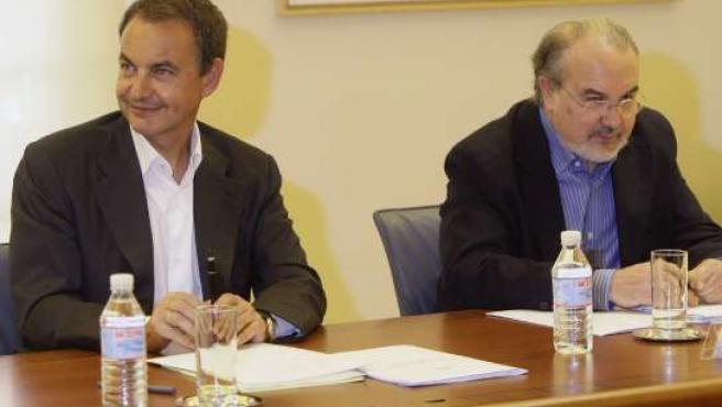 José Luis Rodríguez Zapatero y Pedro Solbes. (Foto: Juan Medina / REUTERS)