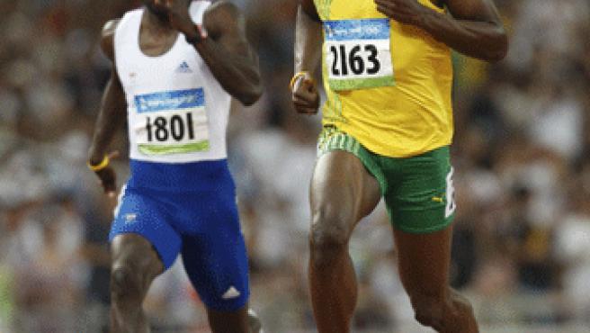Bolt entra en meta relajado.