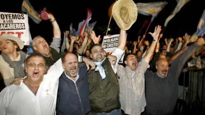 Productores agropecuarios argentinos celebran que el Senado rechazara la ley enviada por el gobierno. (EFE)