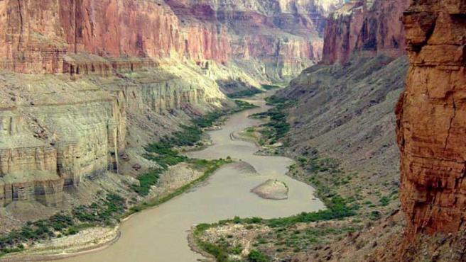 Panorámica del río Colorado desde Nankoweap, en el cañón de Marmol, en el Parque Nacional del Gran Cañón (EFE)