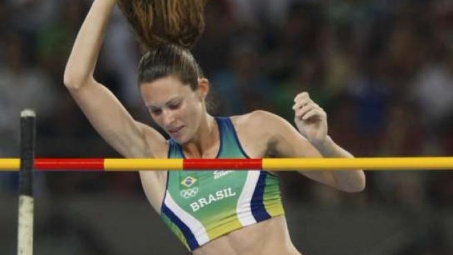 La brasileña Fabiana Murer, en acción (REUTERS).