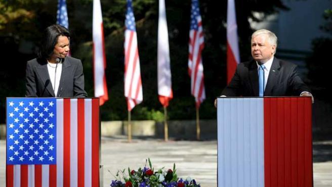 El presidente polaco, Lech Kaczynski, junto Condoleezza Rice en el Palacio Presidencial de Varsovia (EFE)