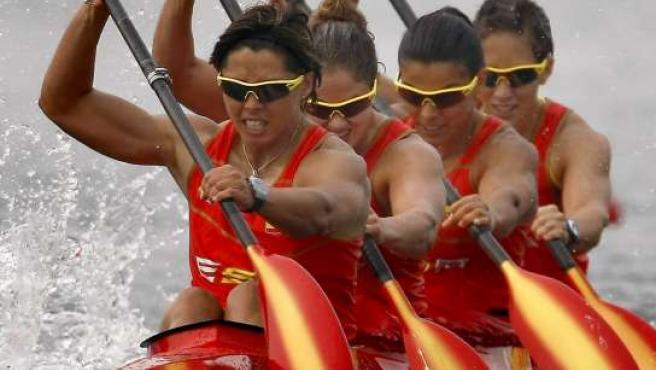 Beatriz Manchón, Jana Smidakova, Sonia Molanes y Teresa Portela (de izda a dcha) compiten en una prueba K-4 femenino en Pekín 2008 (EFE)