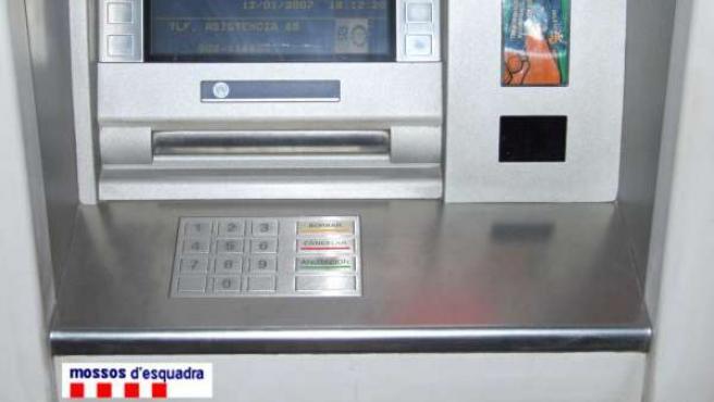 Cajero automático intervenido por los Mossos d'Esquadra (ARCHIVO)