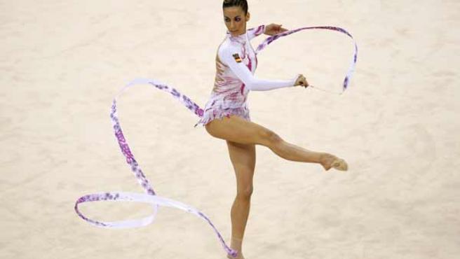 Almudena Cid, durante su ejercicio de cinta. (EFE)