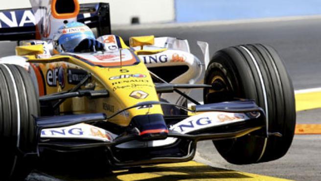 El piloto de Renault Fernando Alonso en los entrenamientos del GP de Europa.