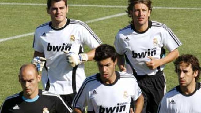 Iker Casillas, Gabriel Heinze, Miguel Torres y Raúl González en un entrenamiento del Real Madrid.