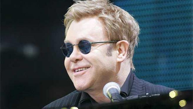 El músico británico Elton John, durante un concierto.