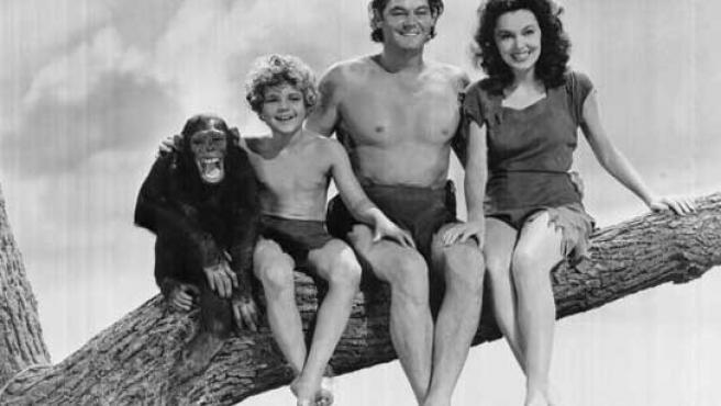 La mona Chita, con su familia cinematográfica adoptiva.