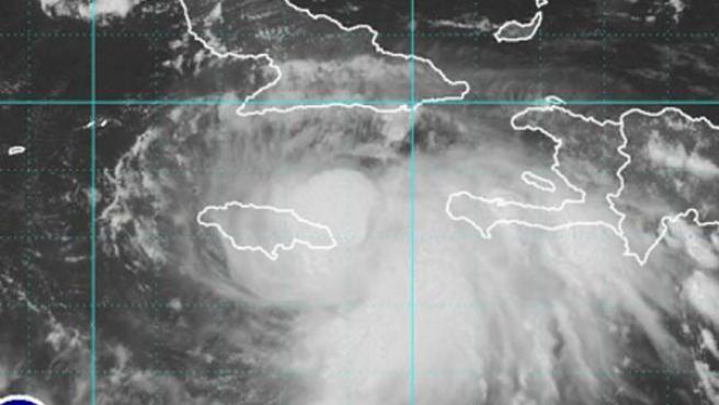 'Gustav', de nuevo huracán, avanza hacia Luisiana (EFE).