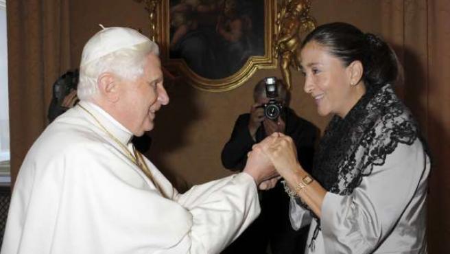 El Papa Benedicto XVI recibió a Ingrid Betancourt.
