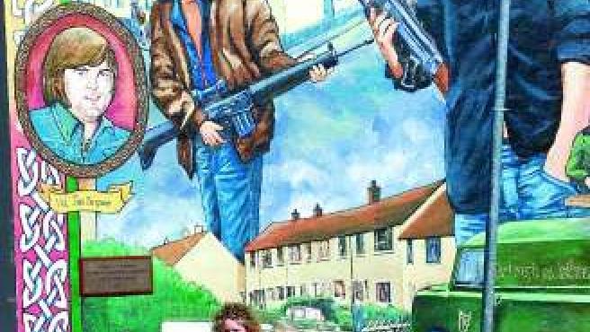Un mural del IRA en las calles de Belfast.