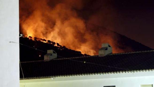 Incendio forestal producido en Mijas, Málaga. (EFE)
