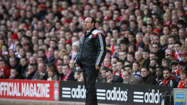 Benítez, dirigiendo al Liverpool (Reuters).