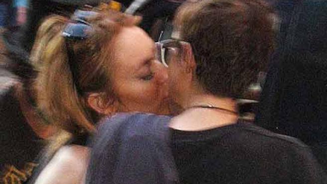 Lindsay Lohan y su novia, besándose en Nueva York (FOTO: INFOBAE.COM)