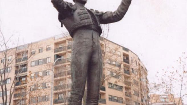 Monumento a Julio Robles levantado en Salamanca.