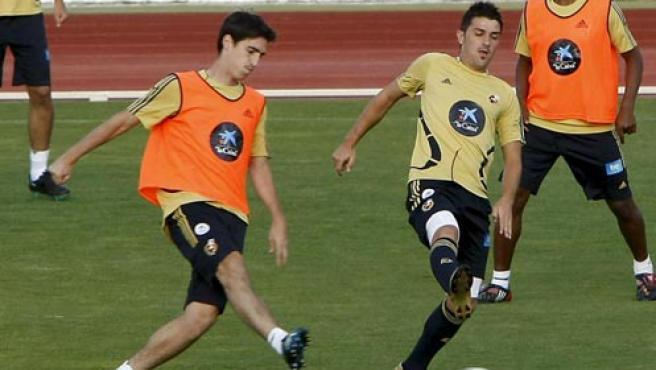 Iraola, Villa y Senna en el entrenamiento de la selección. (EFE)