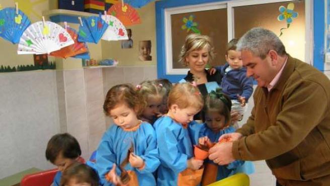 Varios niños juegan en una guardería. (ARCHIVO)