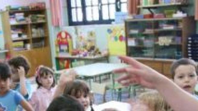 Una maestra y sus alumnos.