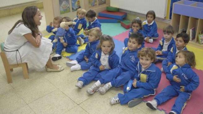 Un grupo de niños en el primer día de clase del curso 2008-2009 en el colegio Compañía de María, en A Coruña.
