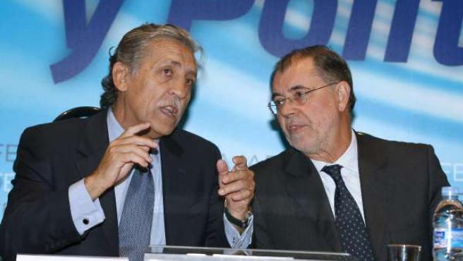 El ministro de Justicia, Mariano Fernández Bermejo (d) y el secretario de Estado para la UE, Diego López Garrido.