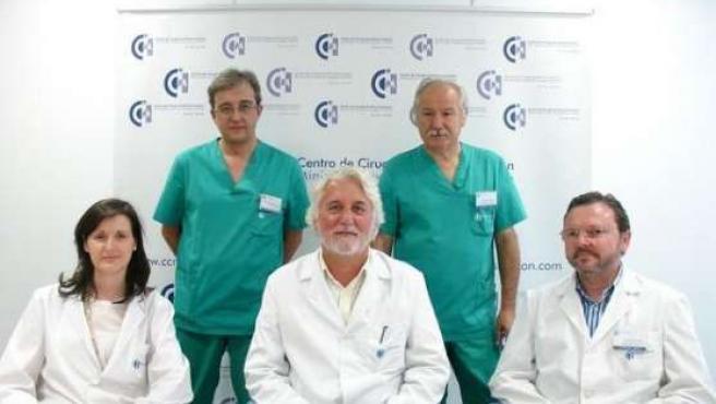 Francisco Sánchez, Jesús Usón, Carmen López, Jesús Castiñeiras y Virginio García, autores del estudio. (CENTRO JESÚS USÓN)