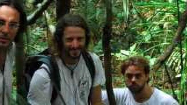 Los tres aventureros durante su paso por el Amazonas.